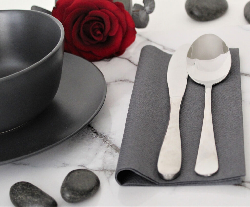 Umbra-grey--napking-tableset1